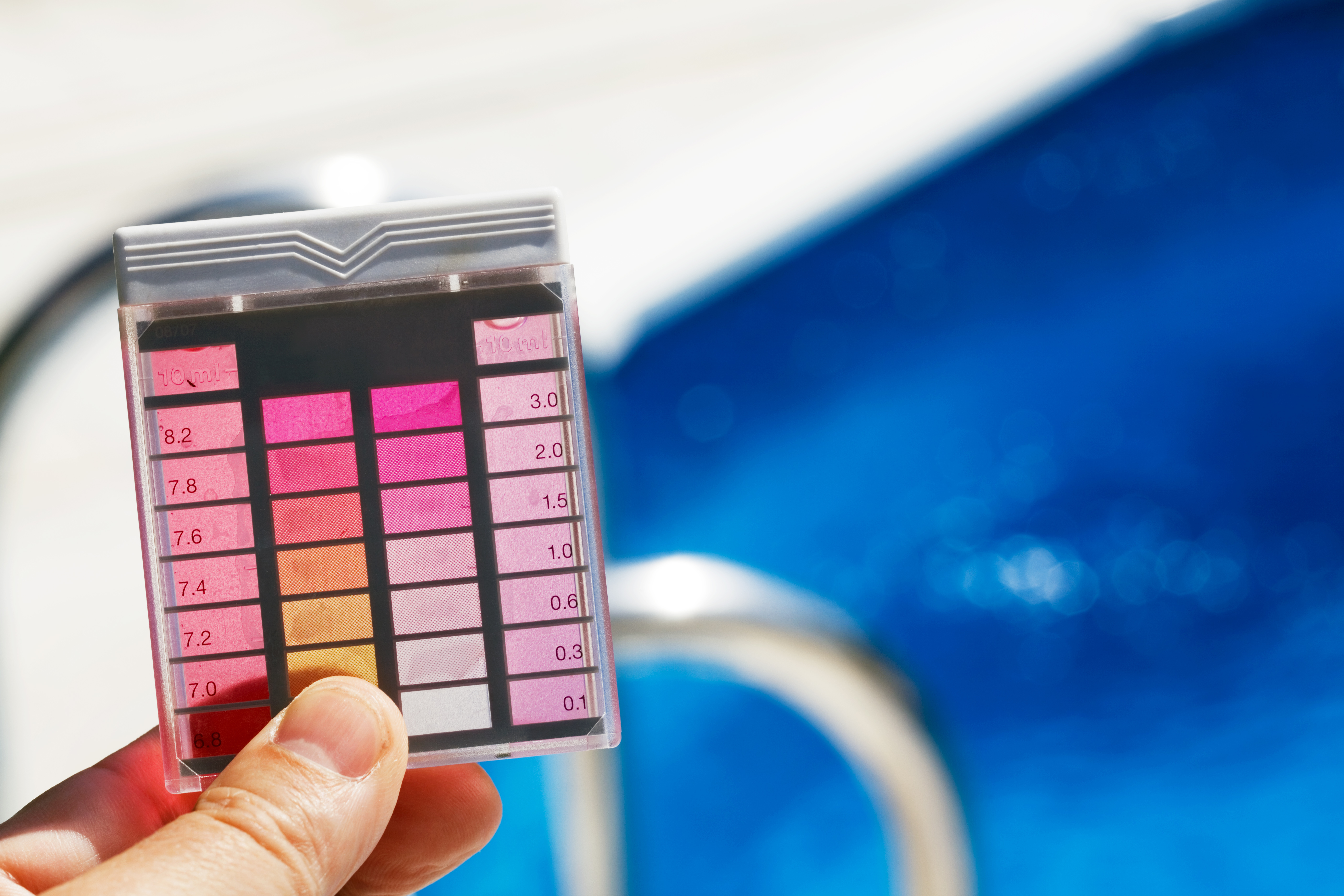 Basic guide to choosing a swimming pool test kit for Swimming pool test